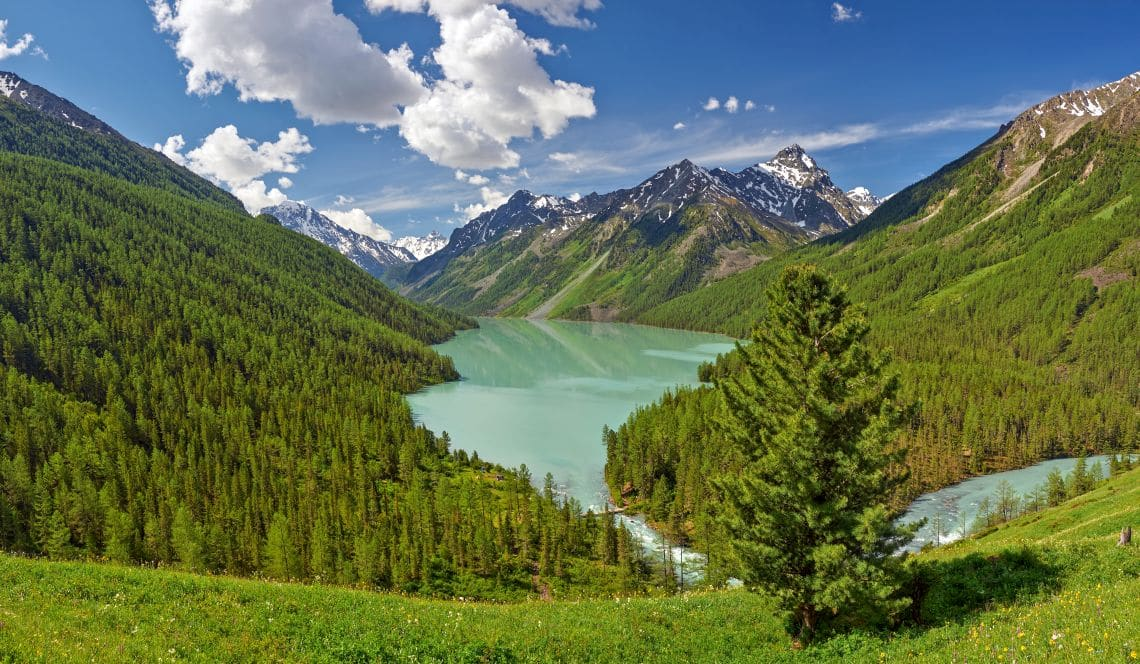 Bergsee in Sibirien