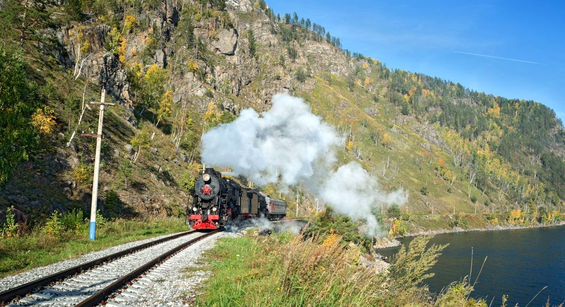 Dampfzug auf der Circum-Baikal-Bahn