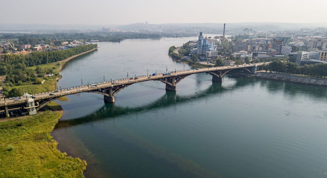 Irkutsk. Brücke über den Fluss Angara