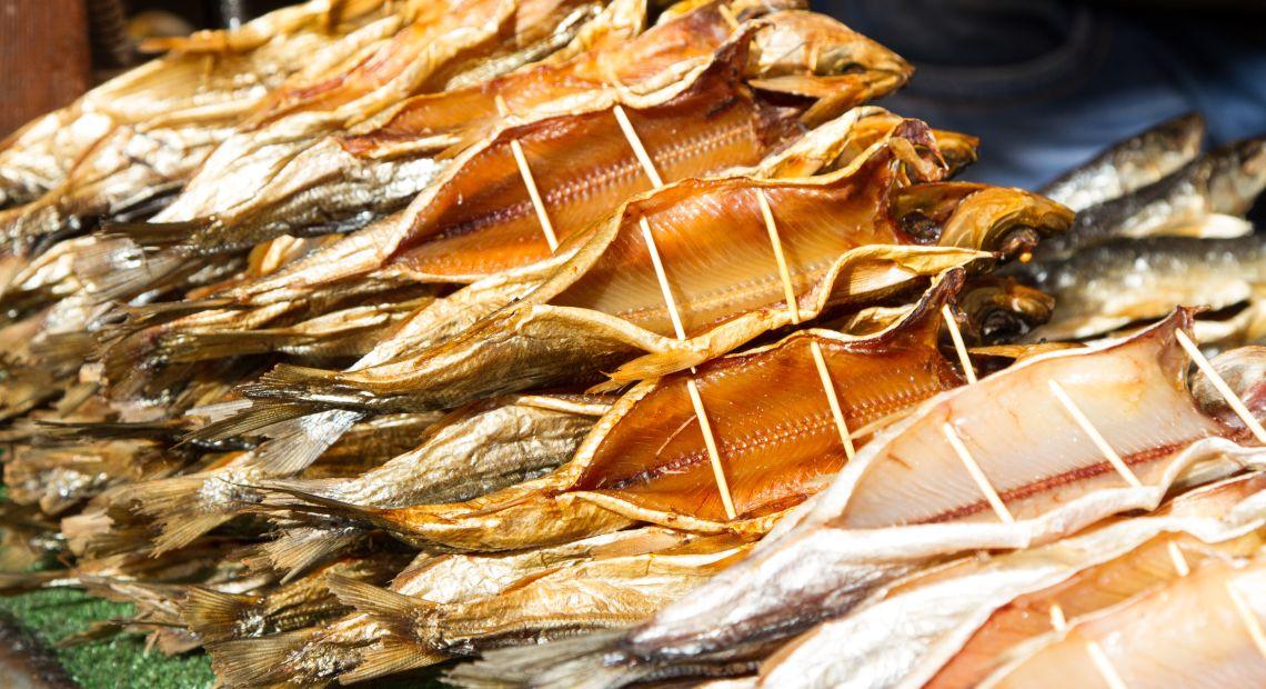 Geräucherte Omul-Fische