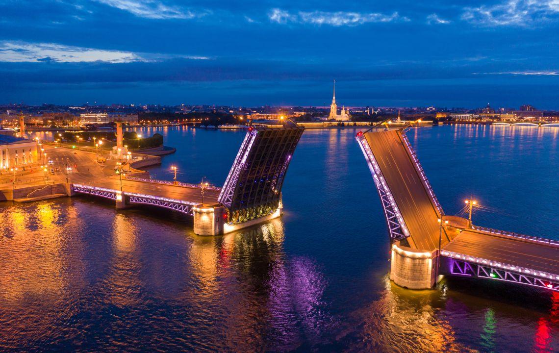 St. Petersburg in der Nacht