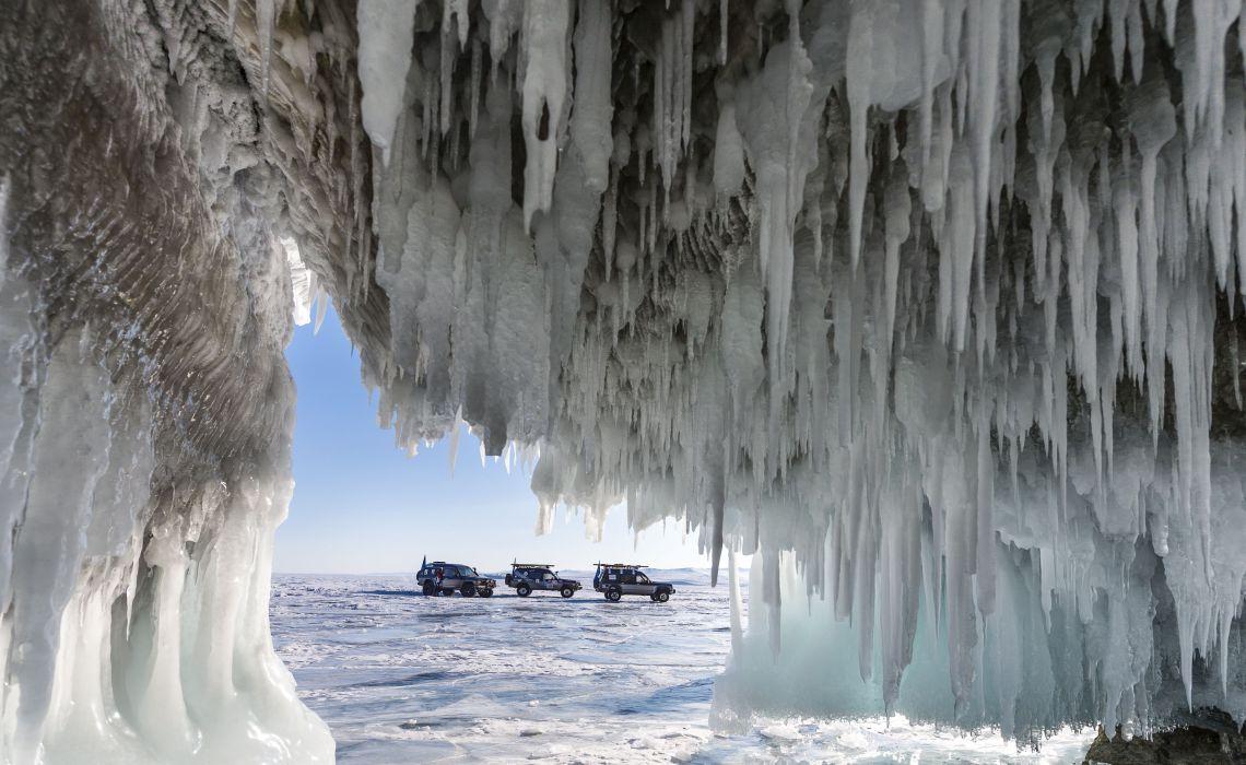 Eisgrotte am Baikalsee