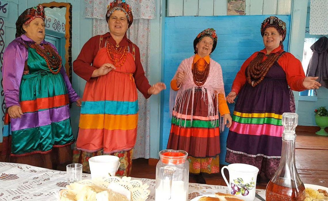 Auftritt einer Folkloregruppe von Altgläubigen