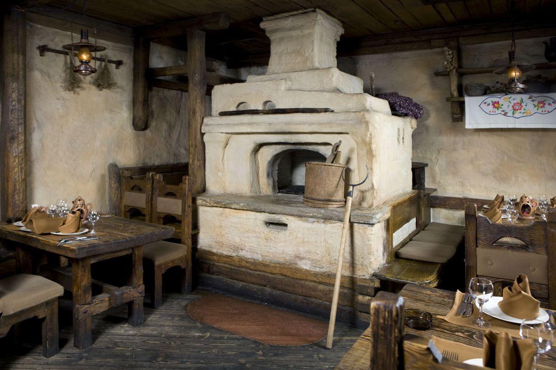 Tarbagatai. Innenraum eines traditionellen russischen Hauses