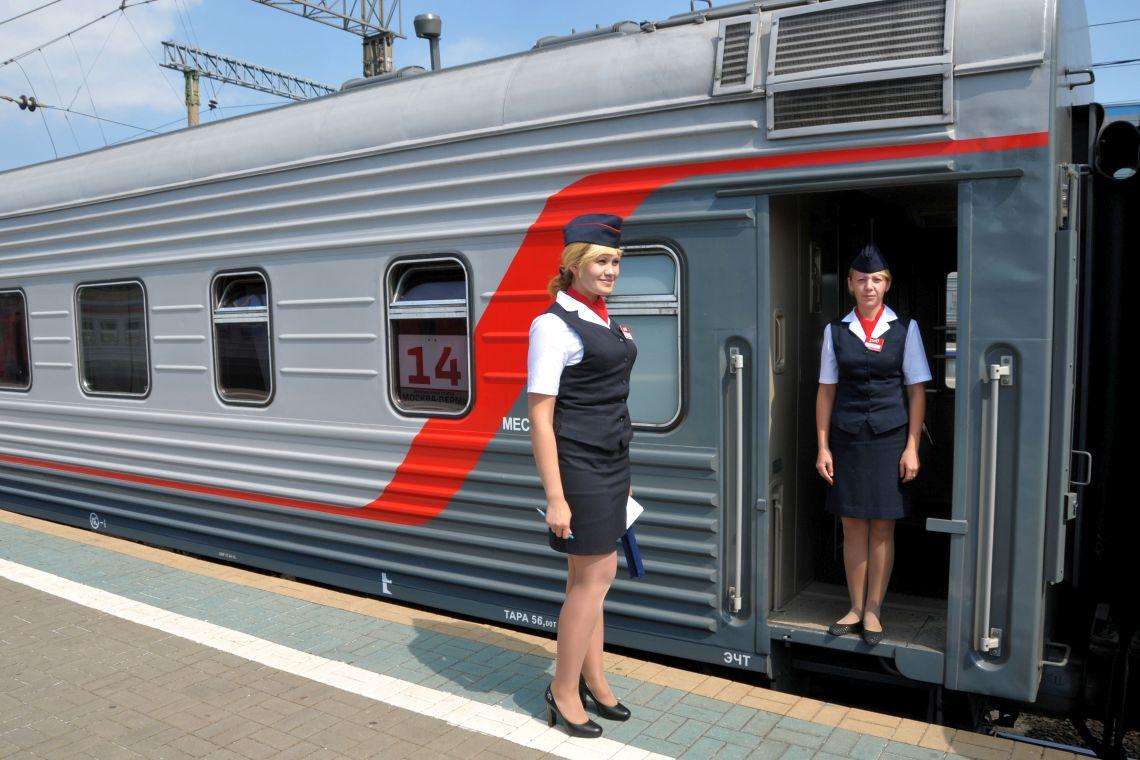 Schaffner und Bordpersonal der Transsibirischen Eisenbahn